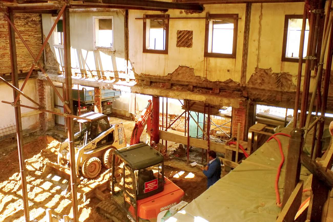 Rekonstrukcija stambeno-poslovne građevine, Trg Petra Zrinskog 13